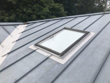 Viilkatuse katuseakna remont vedelplastiga