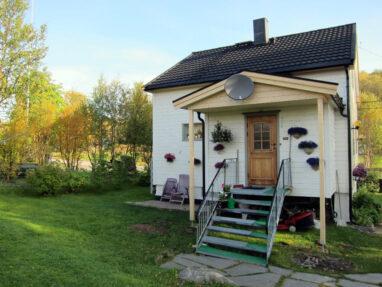 Norra eramu profiilplekiga katuse ehitus peale tööde lõppu